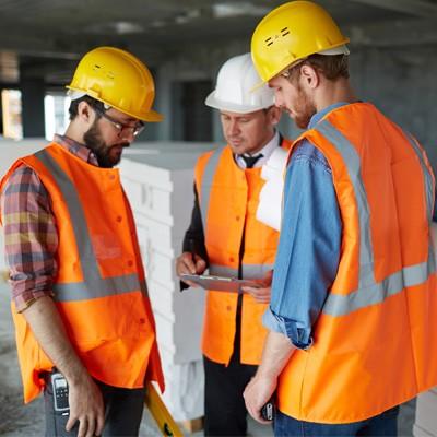 Quelles mesures spécifiques pour sécuriser le travail en hauteur dans l'industrie ?